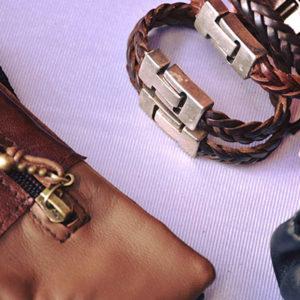Carteras y pulseras de piel artesanal en Tenerife